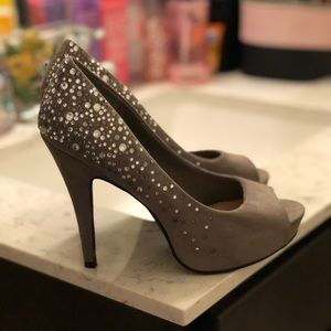Jessica Simpson Shoes - JESSICA SIMPSONS SIZE 9 JEWELED PEEP TOE HEELS